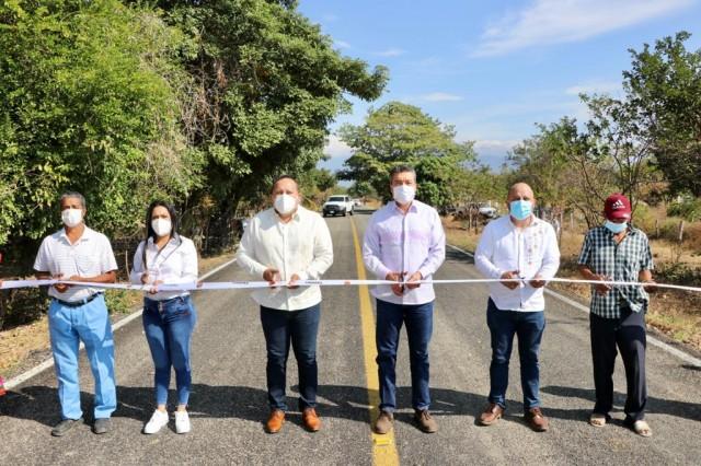 Rutilio Inaugura importante carretera en Arriaga